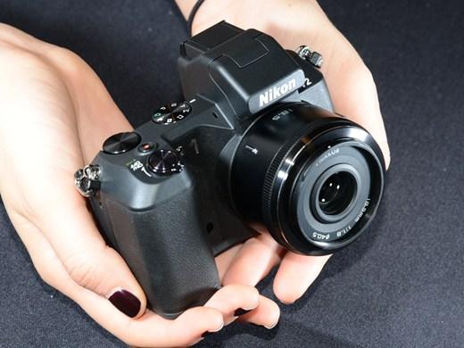 Модель V2 от Nikon