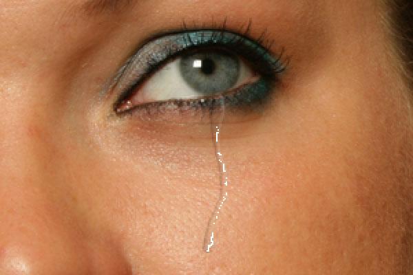 Добавьте несколько бликов для слезы
